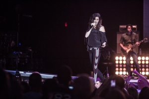 Country music's Karen Fairchild is coming to Evine Live